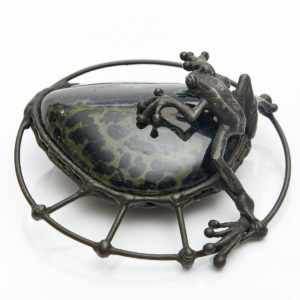 Black Frog on Kambaba Stone This stone assists us on our path to Esoteric Knowledge. Frogs will transform difficulties into beautiful understanding. Be guided in the Mystical world.